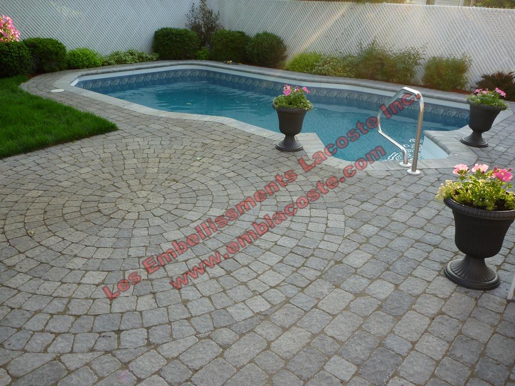 Pav uni contour piscine creus r alisations les for Piscine et amenagement exterieur